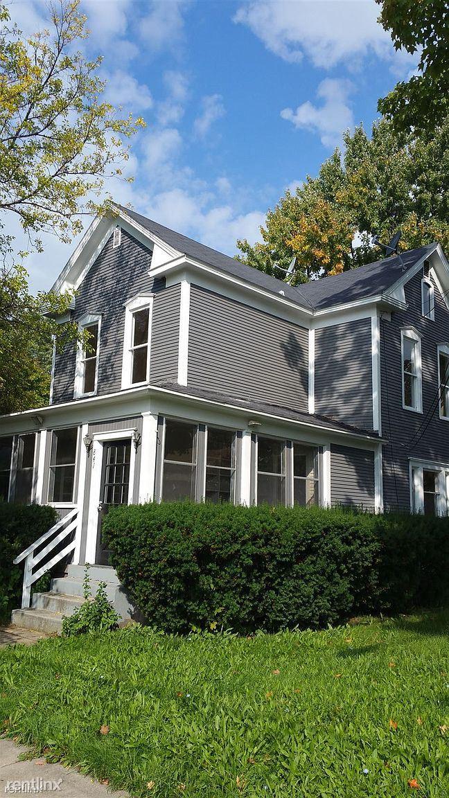 843 2nd St NW, Grand Rapids, MI - 1,600 USD/ month