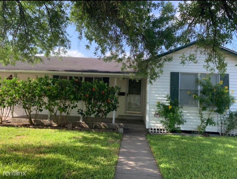 509 9th St, Bishop, TX - 900 USD/ month