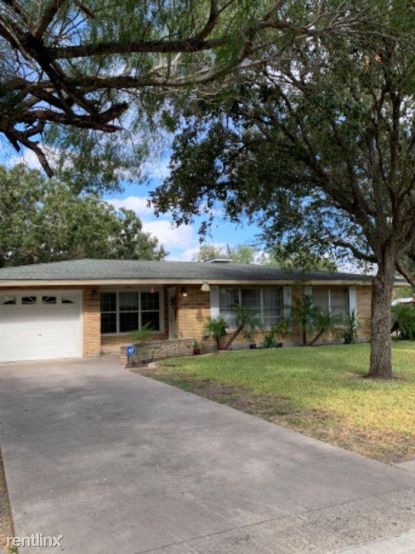703 E Henderson St, Bishop, TX - 1,300 USD/ month