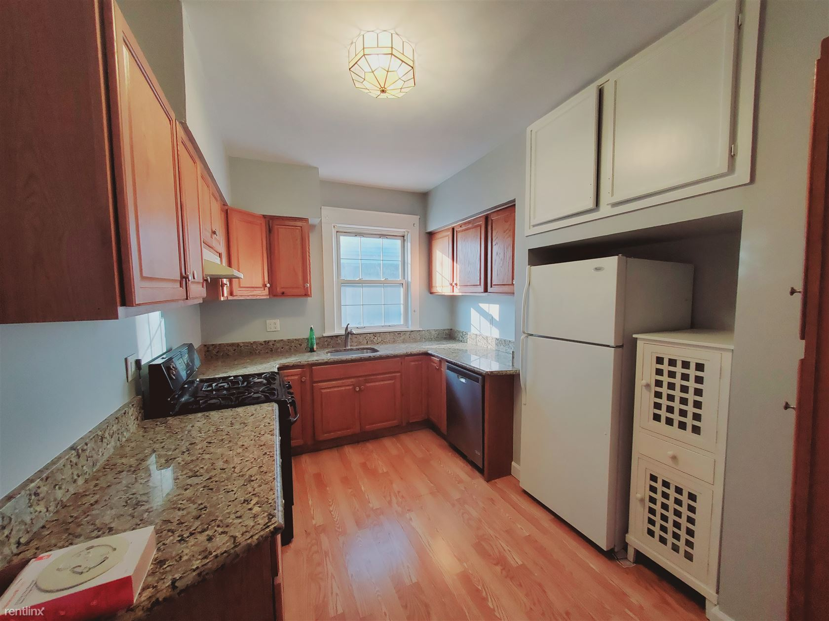 18 Home Ct, Stamford, CT - 2,200 USD/ month