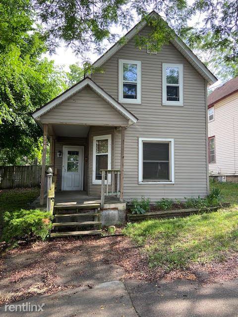 210 Matilda St NE, Grand Rapids, MI - 1,050 USD/ month