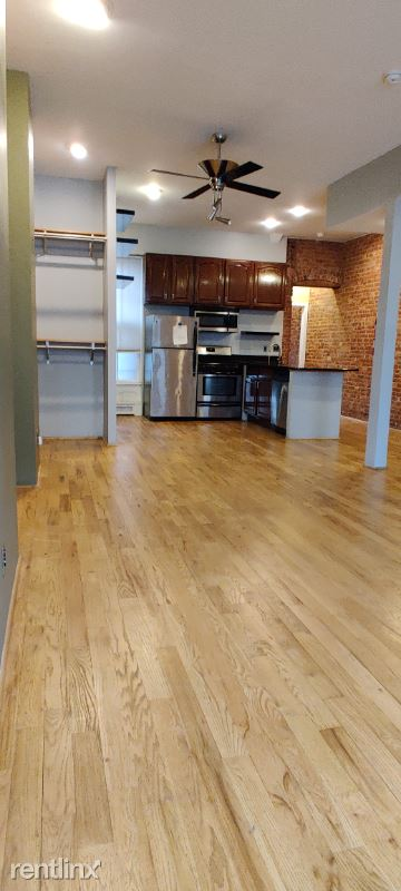 72 1/2  Columbia St - 1500USD / month