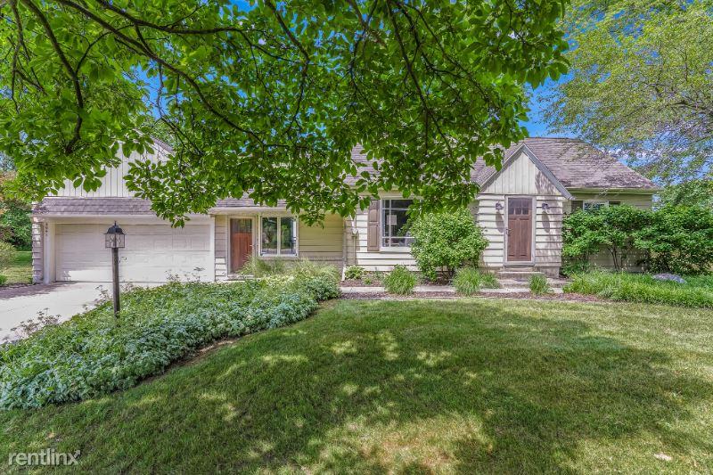4047 Michigan St NE, Grand Rapids, MI - 2,900 USD/ month