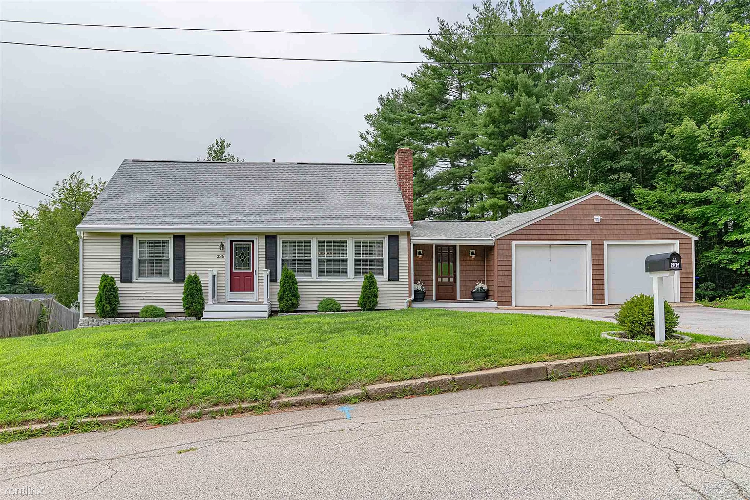 236 Gingras Ave, Manchester, NH - 1,100 USD/ month