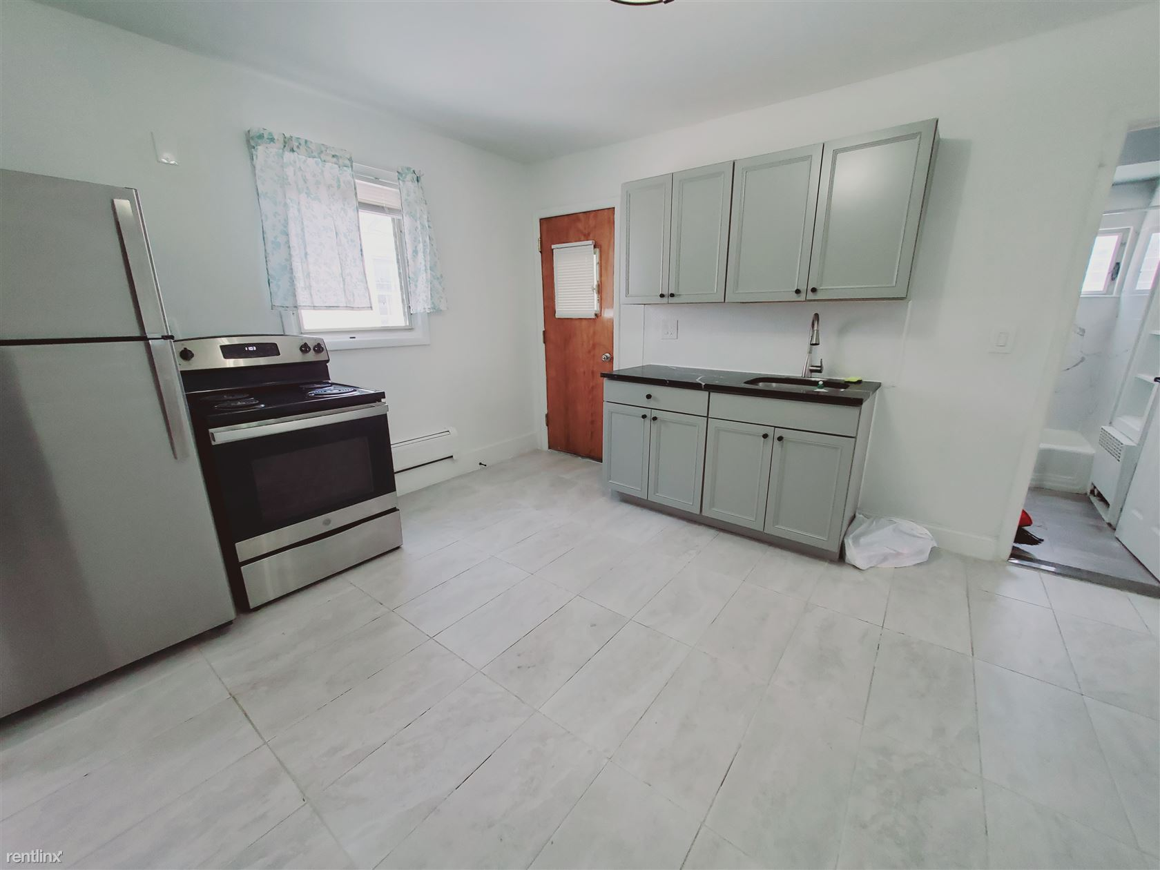 160 Frederick St, Stamford, CT - 2,200 USD/ month