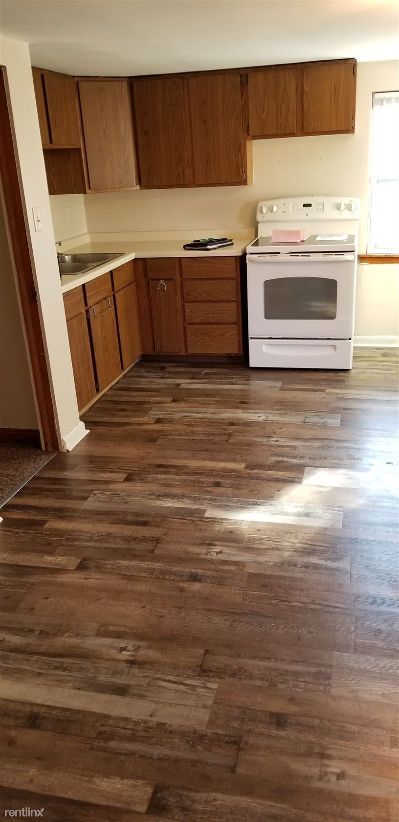 W229  N5151 Duplainville Rd - Upper, Pewaukee, WI - 875 USD/ month