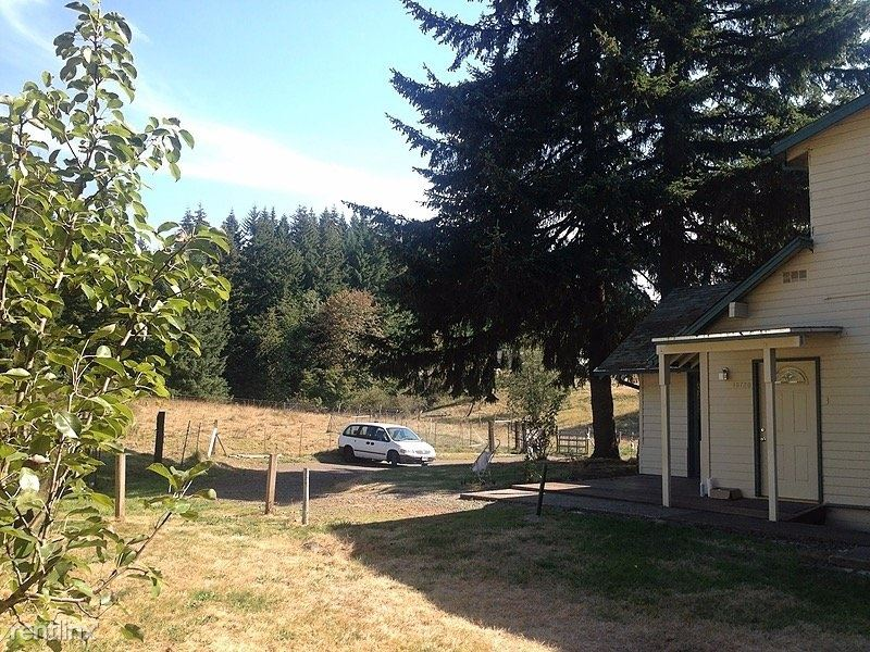 18720 Southeast Langensand Road, Sandy, OR - 1,600 USD/ month
