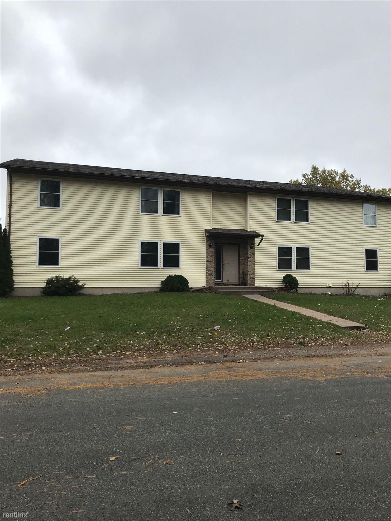2622 Nelson Drive, Menomonie, WI - 750 USD/ month