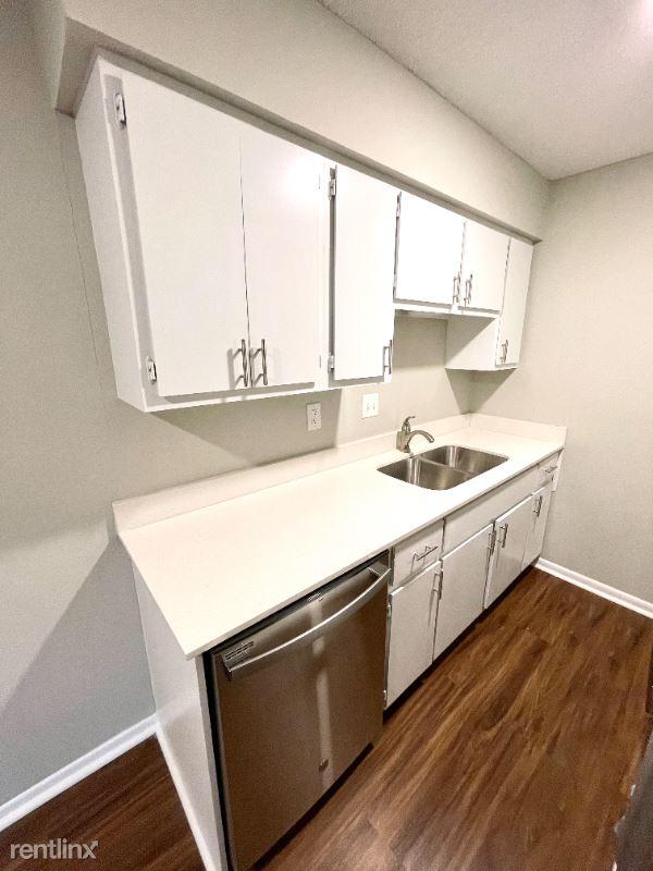 10302 W 62nd St, Shawnee KS, MO - 1,095 USD/ month