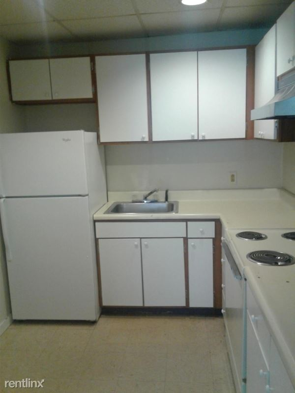 41 1/2  Academy St, Amsterdam, NY - 675 USD/ month