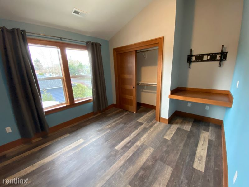 327 SE 94th Ave, Portland, OR - 825 USD/ month