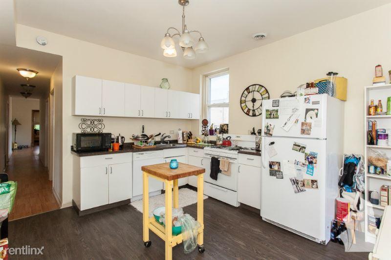 815 W Wellington Ave 2, Chicago, IL - 2,800 USD/ month