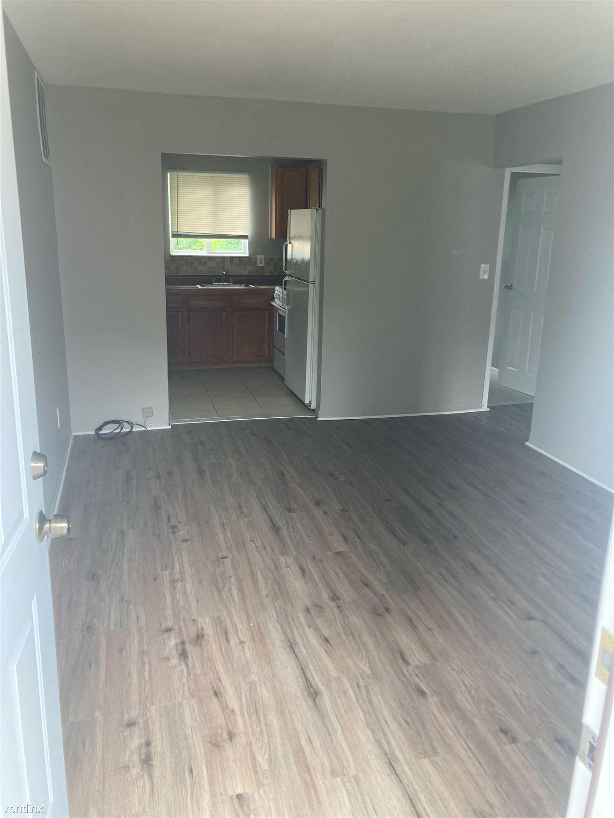 46411 Jefferson Avenue, New Baltimore, MI - 795 USD/ month