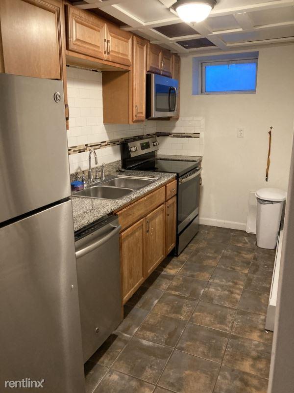 14 Hillside St B, Boston, MA - 900 USD/ month