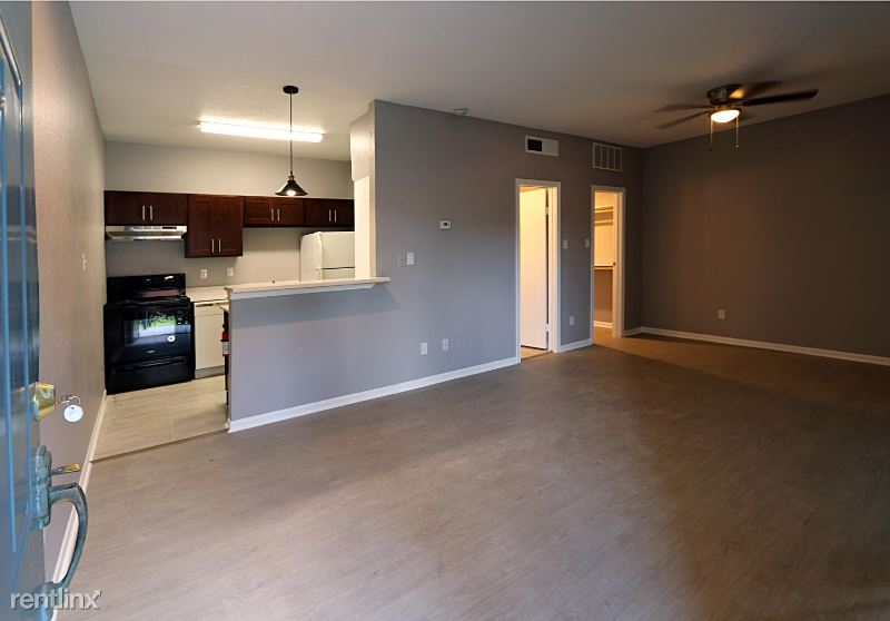 8800 Westplace Dr 103, Houston, TX - 675 USD/ month