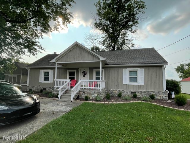 5211 River Rd - 2200USD / month