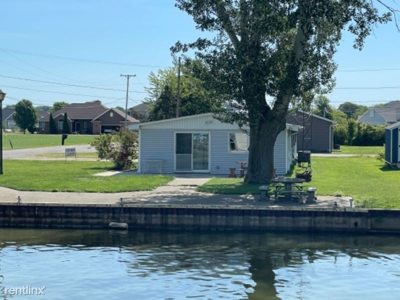 1924 S Stover Rd, Port Clinton, OH - 2,500 USD/ month