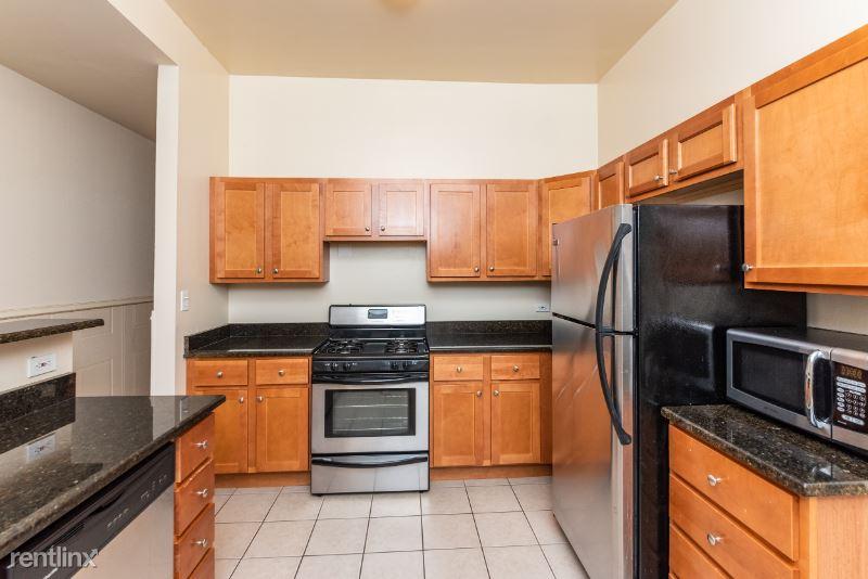 2739 N Hampden Ct 1S, Chicago, IL - 2,250 USD/ month