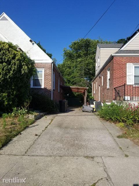 Waterview St, Far Rockaway, NY - 3,000 USD/ month