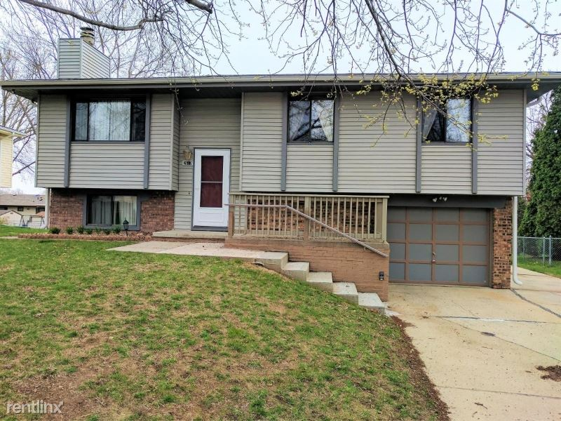 2617 N 143rd St - 1600USD / month