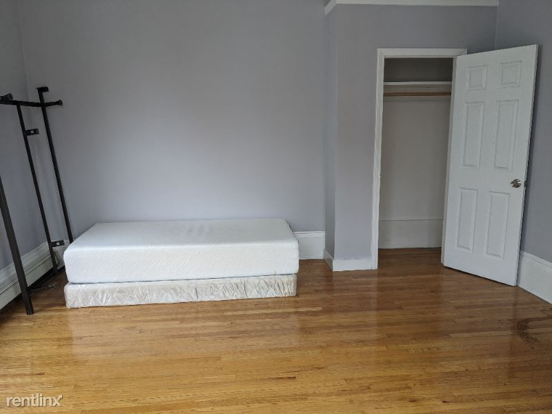 44 Highland Ave, Boston, MA - 1,050 USD/ month
