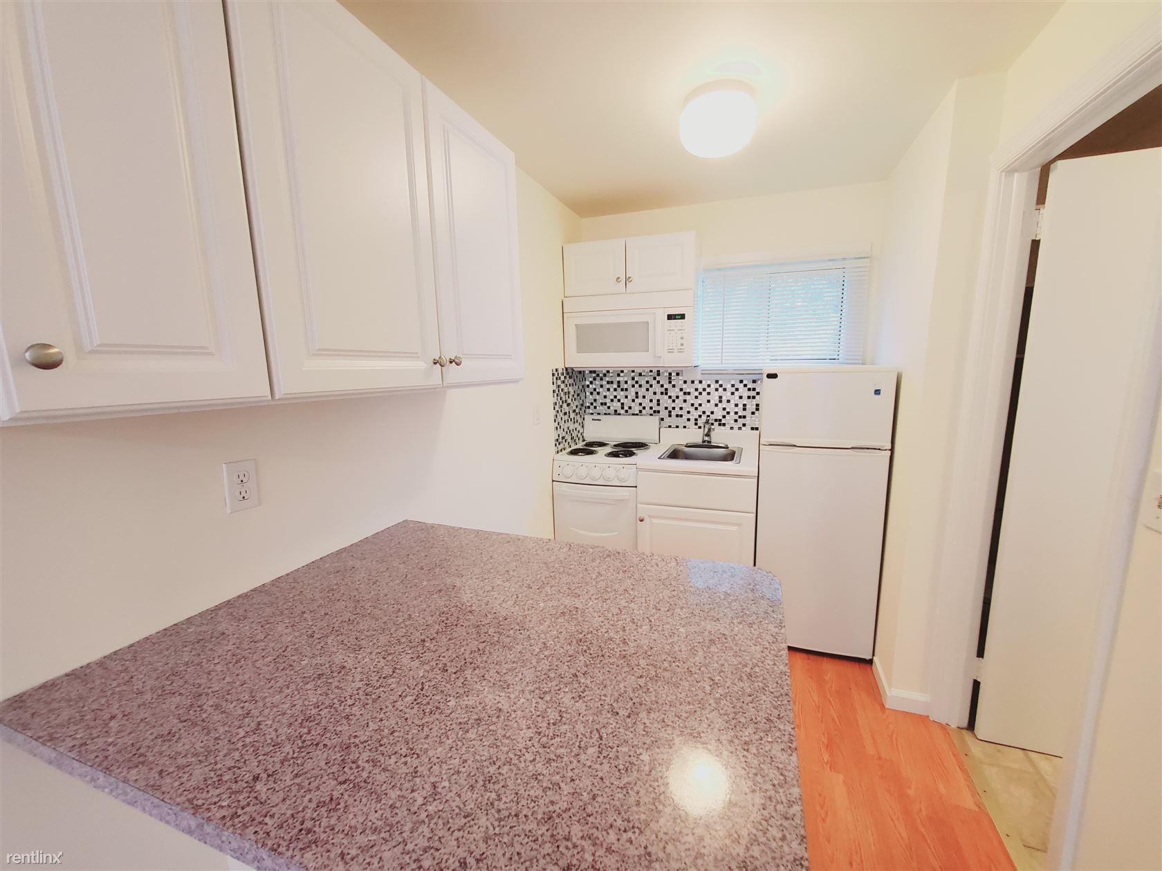 794 High Ridge Rd, Stamford, CT - 1,300 USD/ month