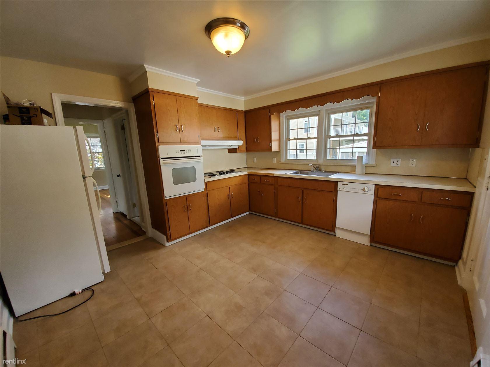 73 Turner Rd, Stamford, CT - 2,700 USD/ month