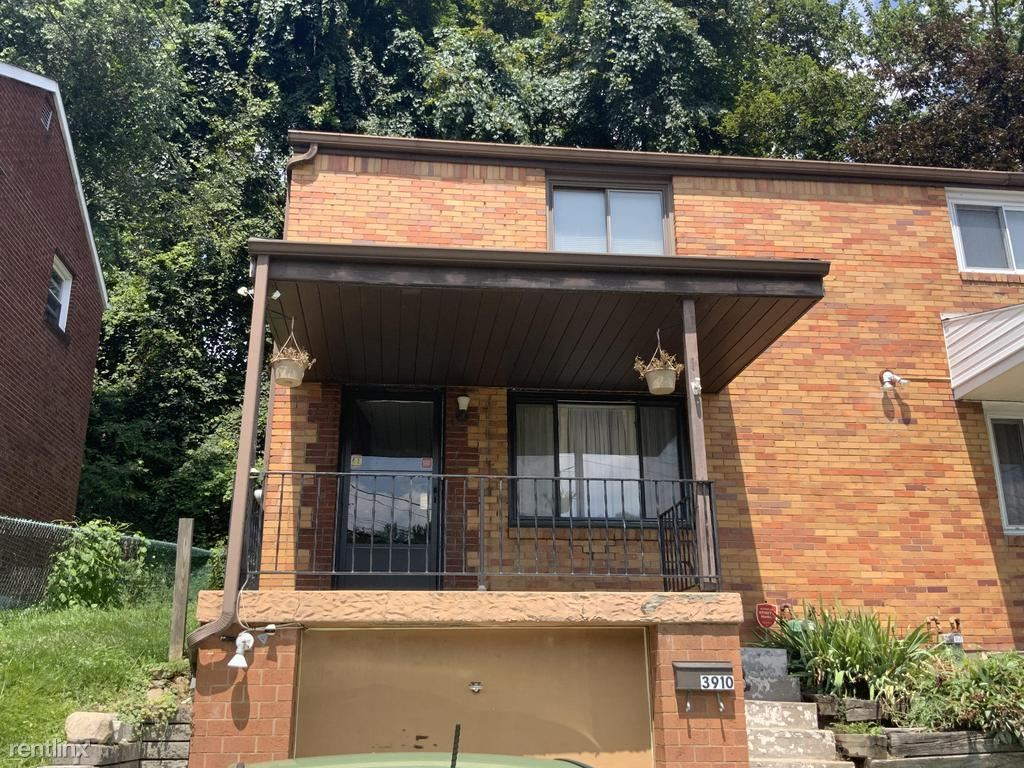 3910 Meadowbrook Boulevard, Pittsburgh, PA - 900 USD/ month