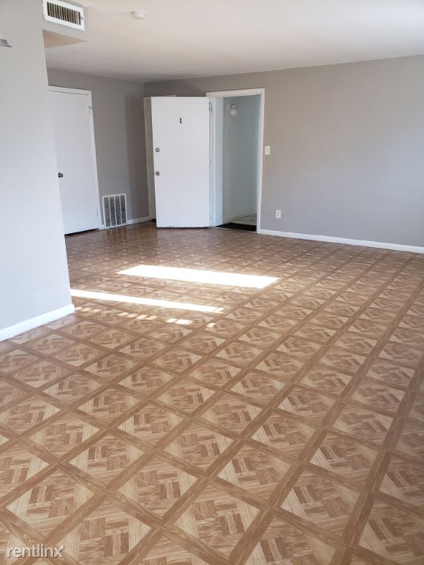 2443 Noble Road, Cleveland Heights, OH - 710 USD/ month