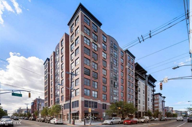 4301 Park Ave 5G, Union City, NJ - 2,650 USD/ month