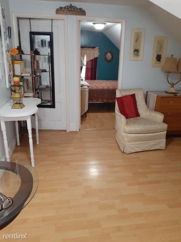 79 Andem Street, Providence, RI - 1,100 USD/ month