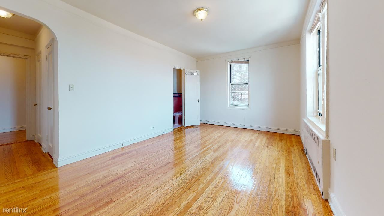 11156 76th Dr, Forest Hills, NY - 1,675 USD/ month
