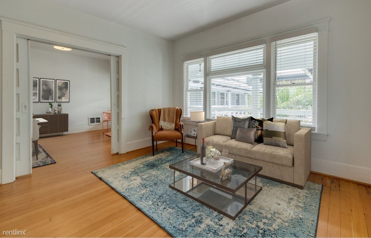 2127 NW Irving St Apt 307, Portland, OR - 900 USD/ month