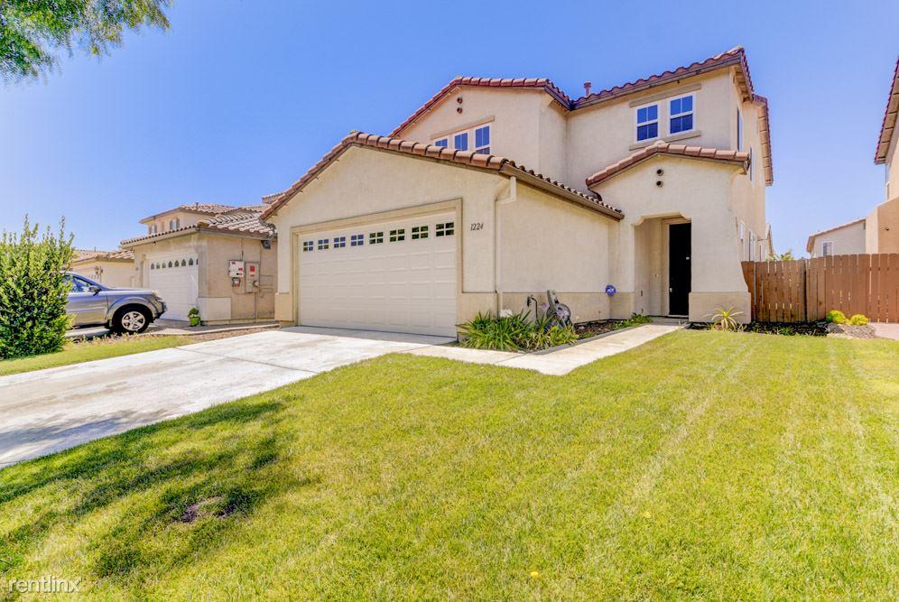 1224 Hidden Trails Road, San Diego, CA - 4,000 USD/ month