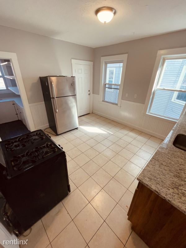 25 Thornley St., Boston, MA - 2,600 USD/ month