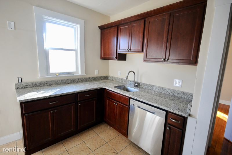 139 East Cottage #2, Boston, MA - 2,800 USD/ month