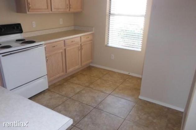 N 113th Ave, Surprise, AZ - 1,650 USD/ month