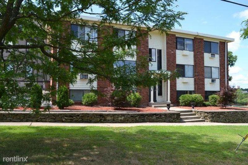 25 Waterman Avenue, East Providence, RI - 950 USD/ month