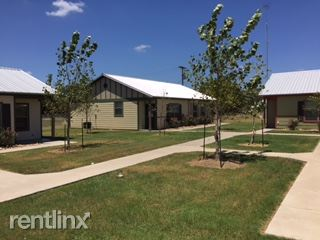 785 E Independence St, Giddings, TX - $895 USD/ month