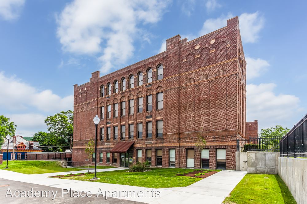 11 West Third St., Corning, NY - 1,750 USD/ month