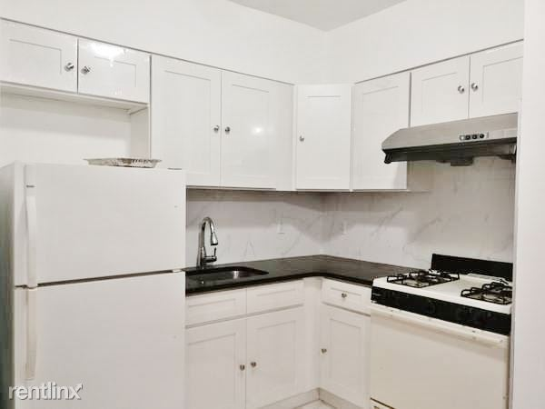 6742 Selfridge St, Forest Hills, NY - 2,100 USD/ month
