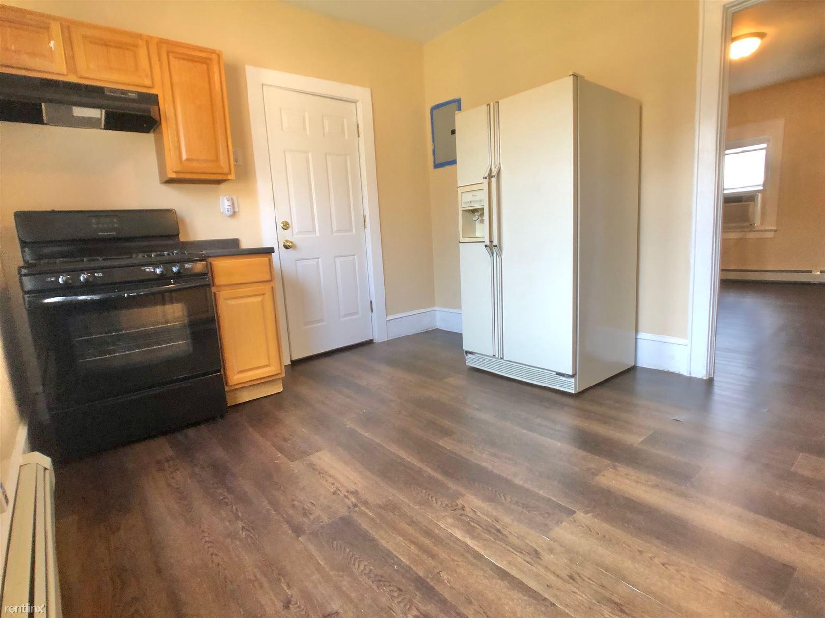 Mamaroneck Ave, Mamaroneck, NY - 1,700 USD/ month