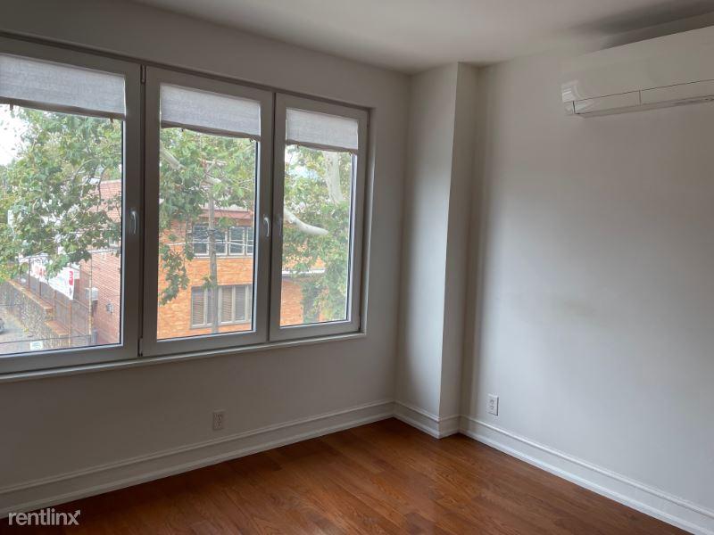 57th Rd, Maspeth, NY - 2,100 USD/ month