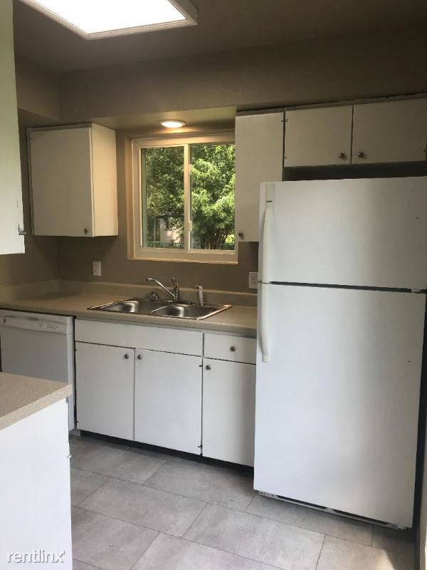 706 E N St, Russellville, AR - 775 USD/ month