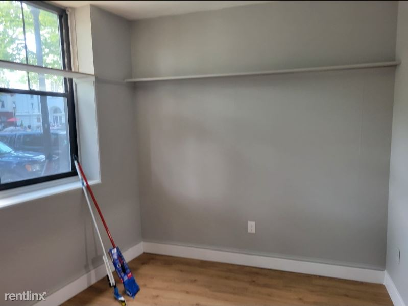 3 Central Sq Unit# 102, Keene, NH - 1,150 USD/ month