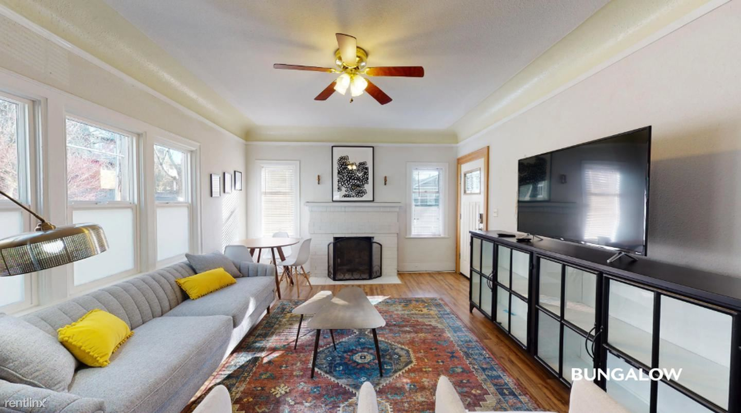 2808 E Spring St - 975USD / month