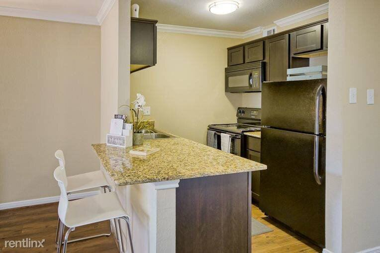 2007 W 43rd St - 1360USD / month