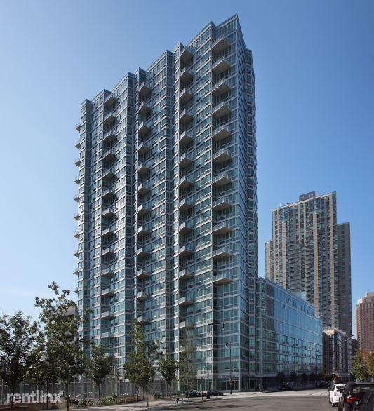 Center Blvd, Long Island City, NY - 3,650 USD/ month