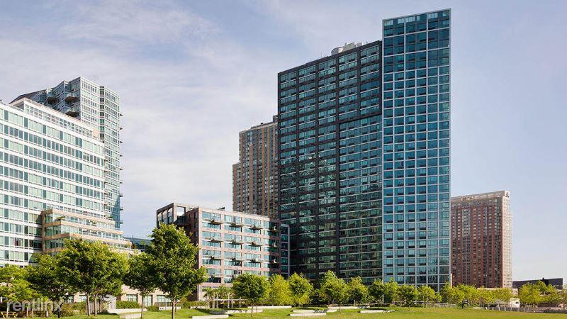 Center Blvd, Long Island City, NY - 2,610 USD/ month