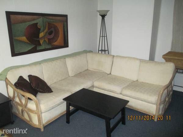 117 Wilkes St Apt 3, Berkeley Springs, WV - 700 USD/ month